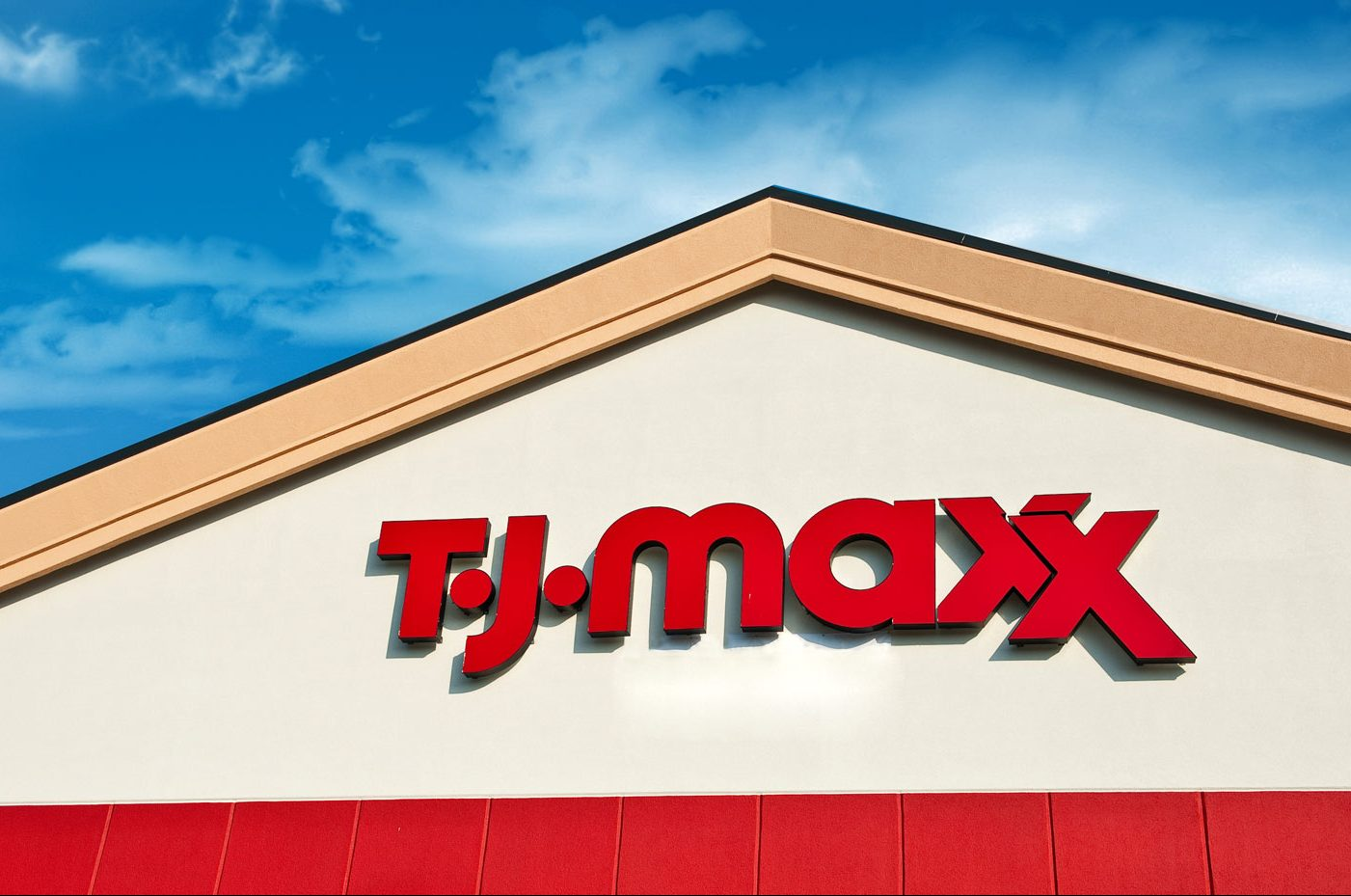 photo of the tj maxx entrance sign